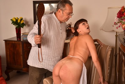 english-spankers-leia-ann
